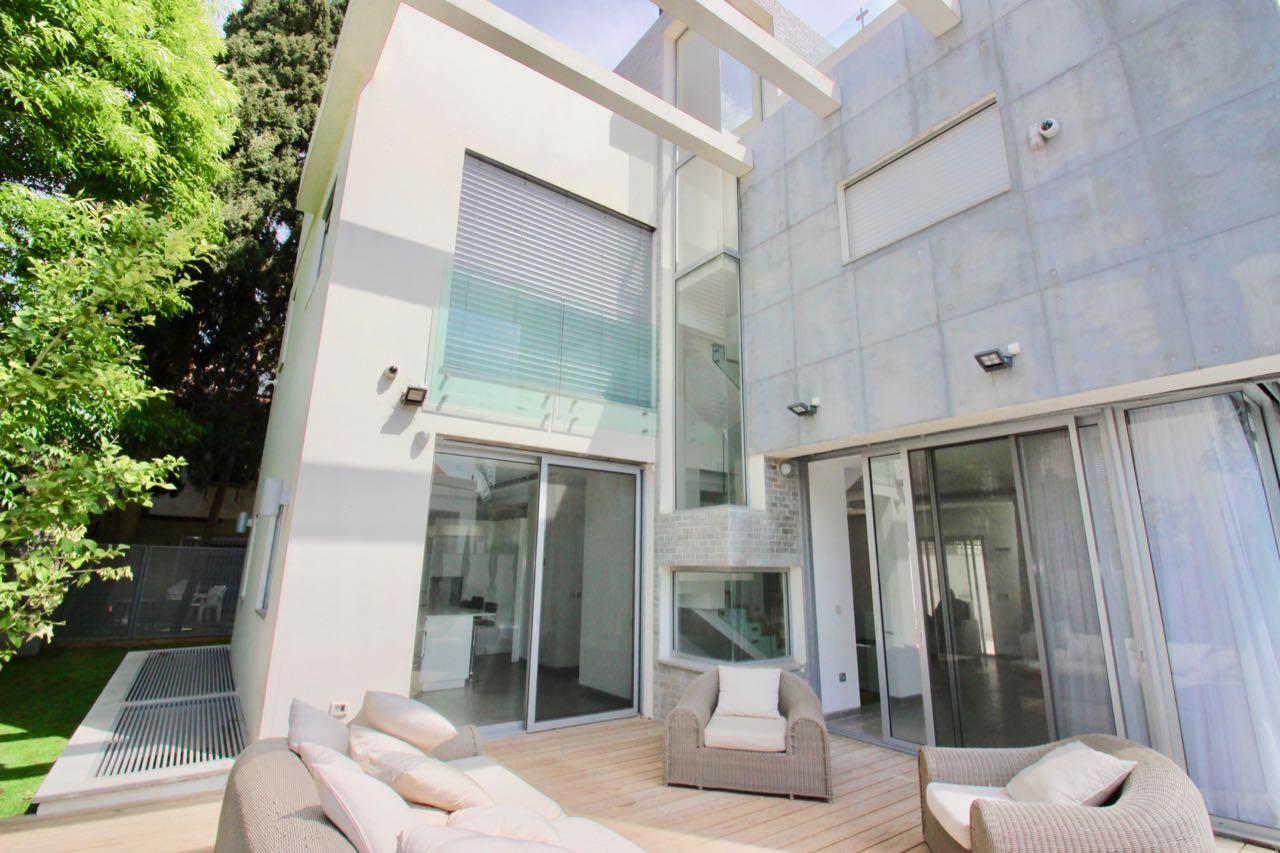 A louer luxueuse maison dans l'ouest de Raanana à Kiryat Ganim