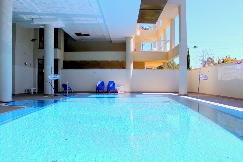 A louer 4 pièces dans une résidence avec piscine à Raanana